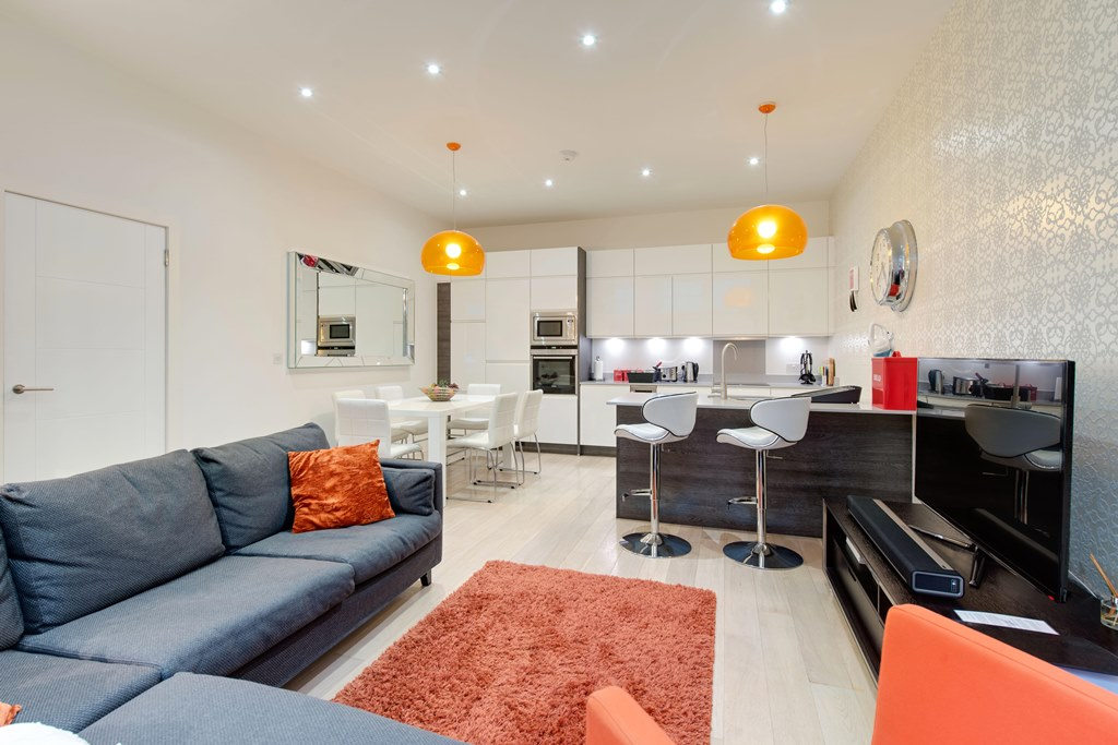 Stylish three bedroom apartment London - living area & kitchen