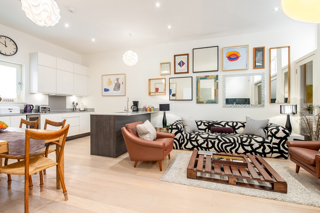 Central London three bedroom apartment - living space