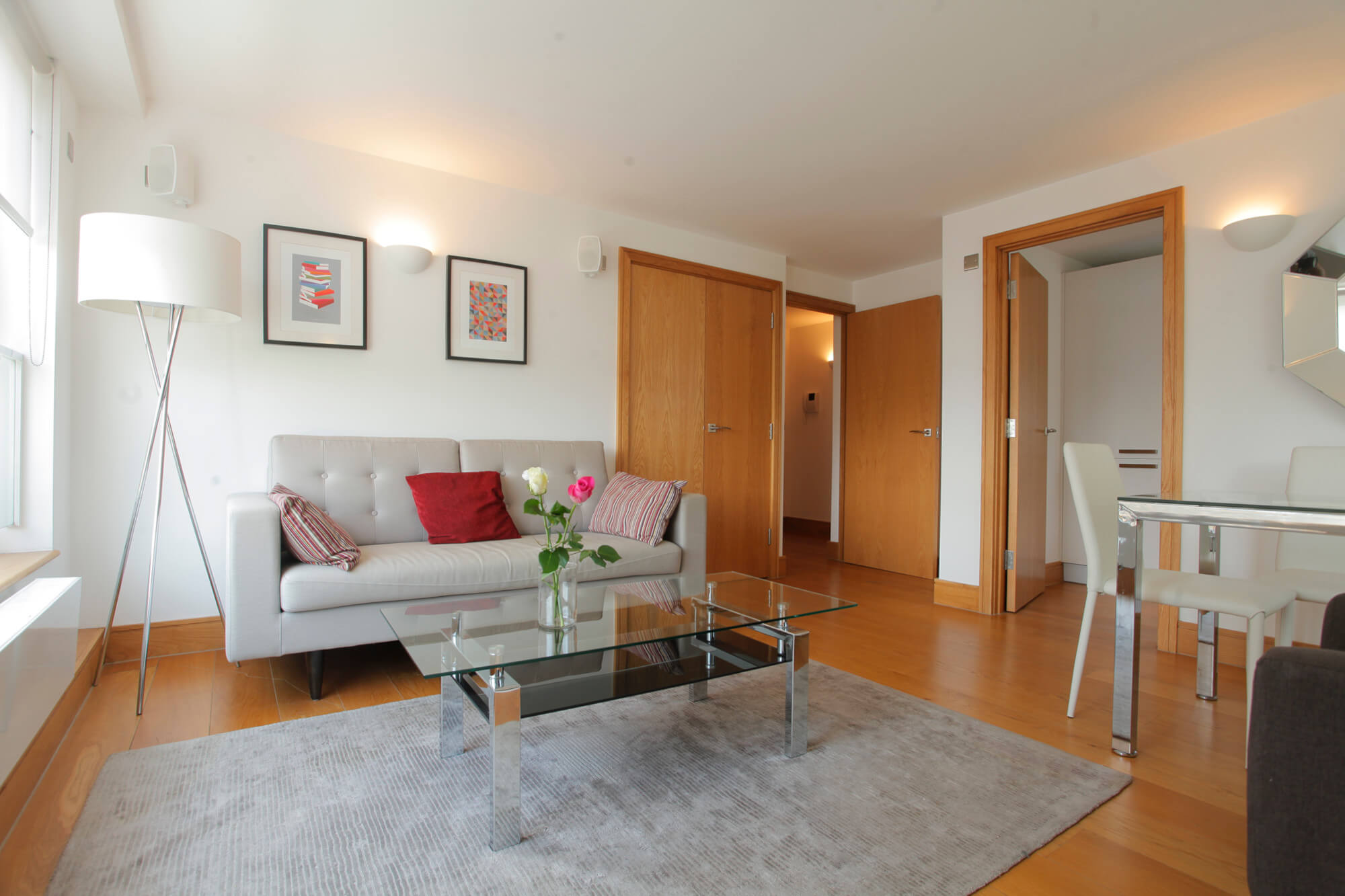 Chelsea One Bedroom Apartment London - sofa bed and coffe table