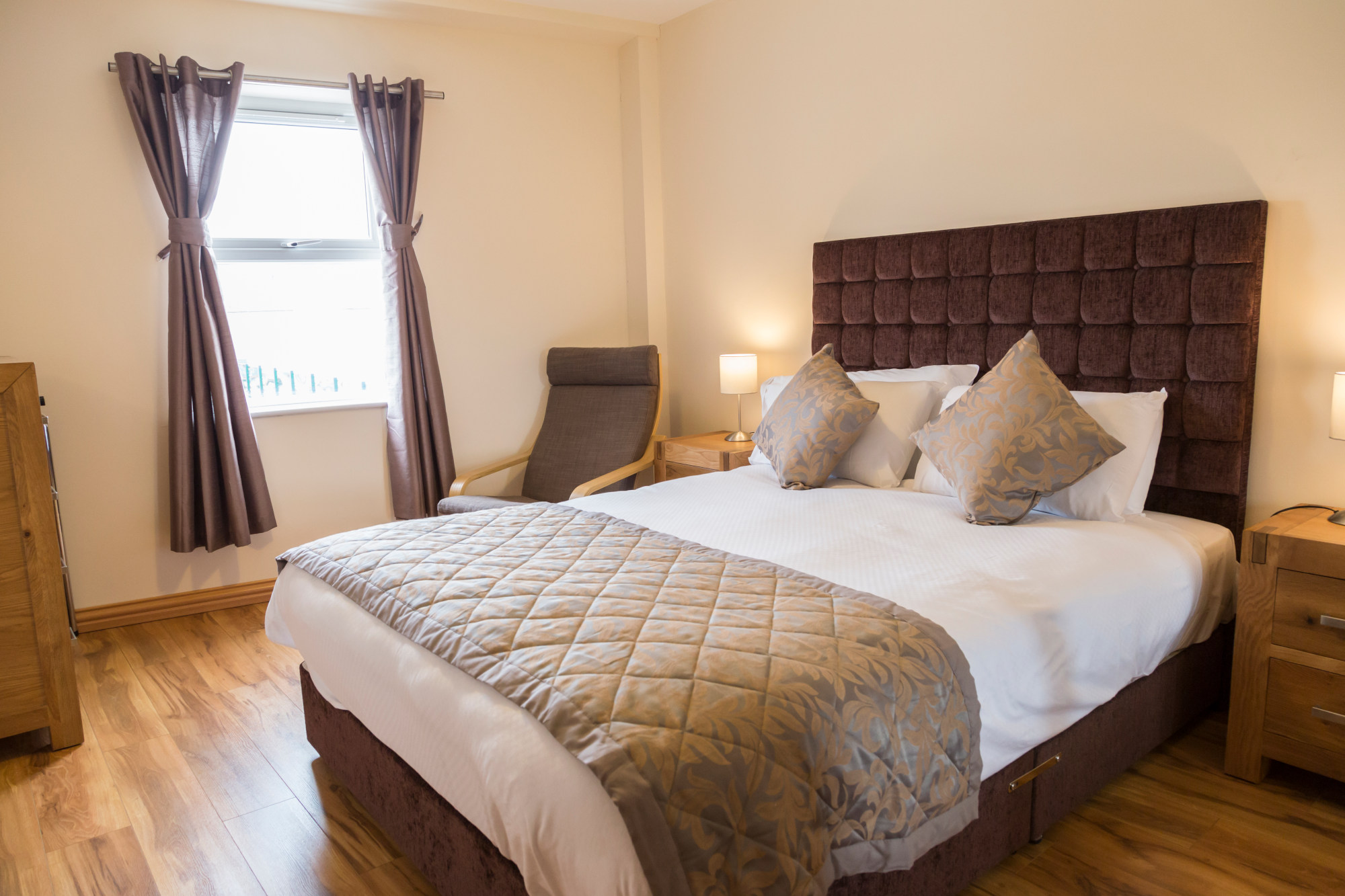 Dublin quality apartment - Five Lamps - Bed