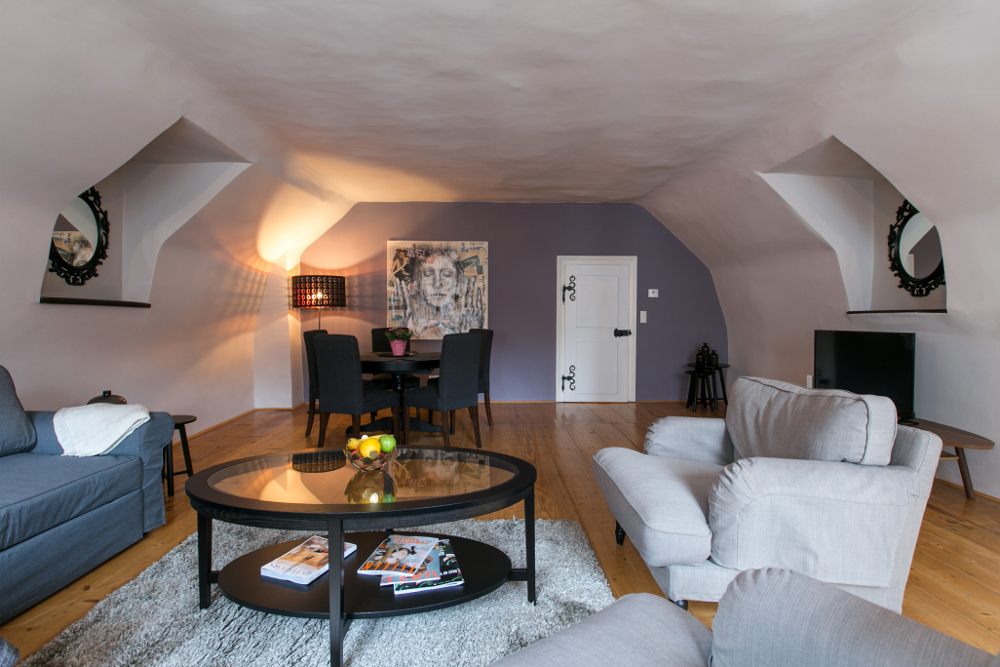 domed ceiling in apartment in vienna's first district