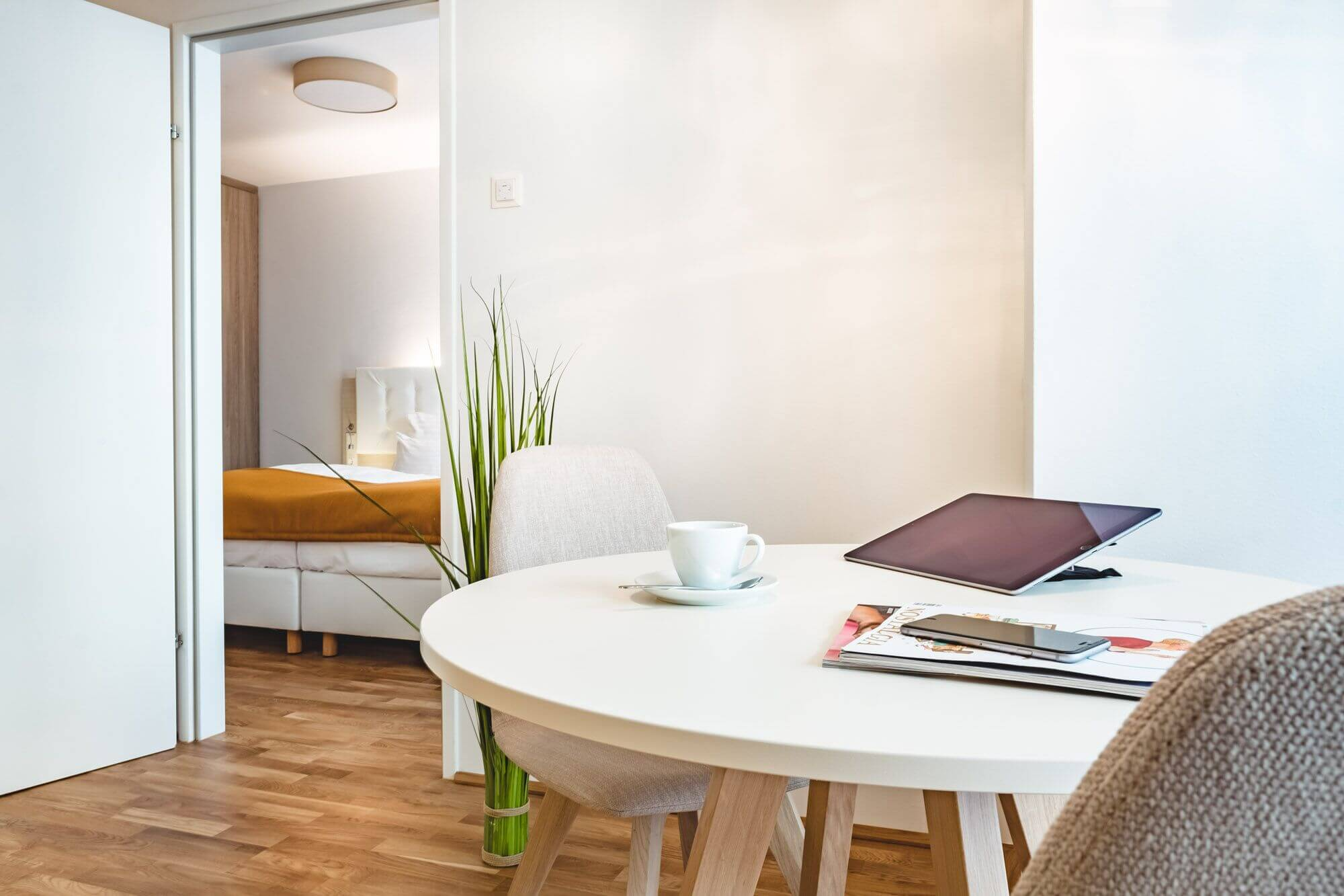 Serviced apartment Vienna - round dining table for 2