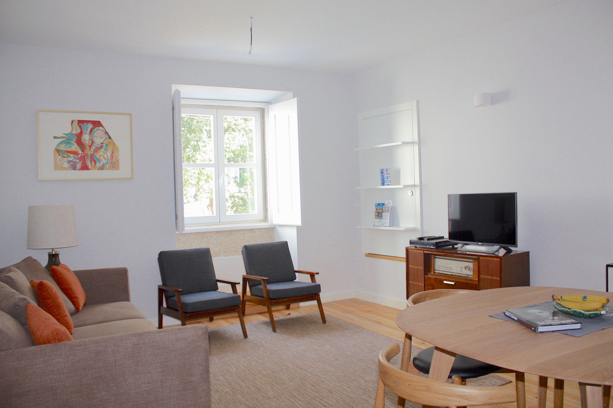 One bedroom apartment Lisbon 3 - living and dining area