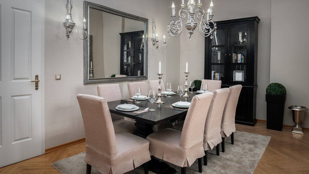 Three bedroom apartment Berlin - dining table for 8 persons