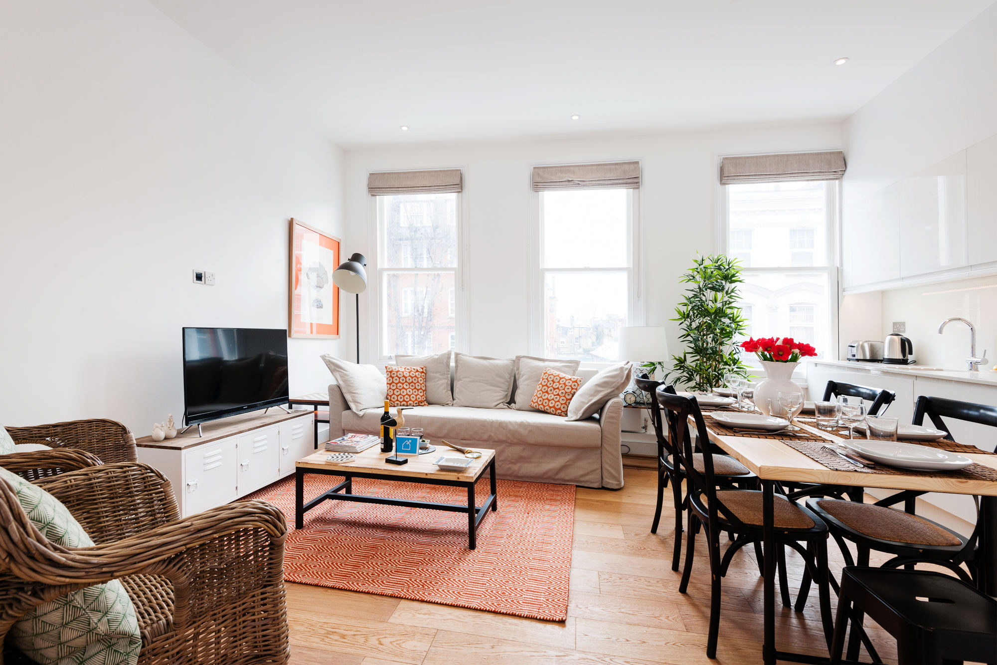 two bedroom lillie road apartment london - living and dining area - large windows