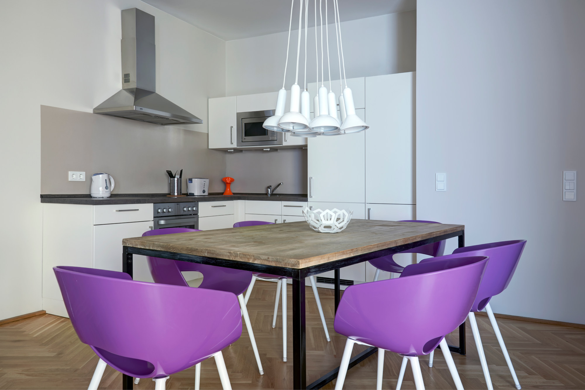 Three bedroom apartment Berlin - dining table - kitchen