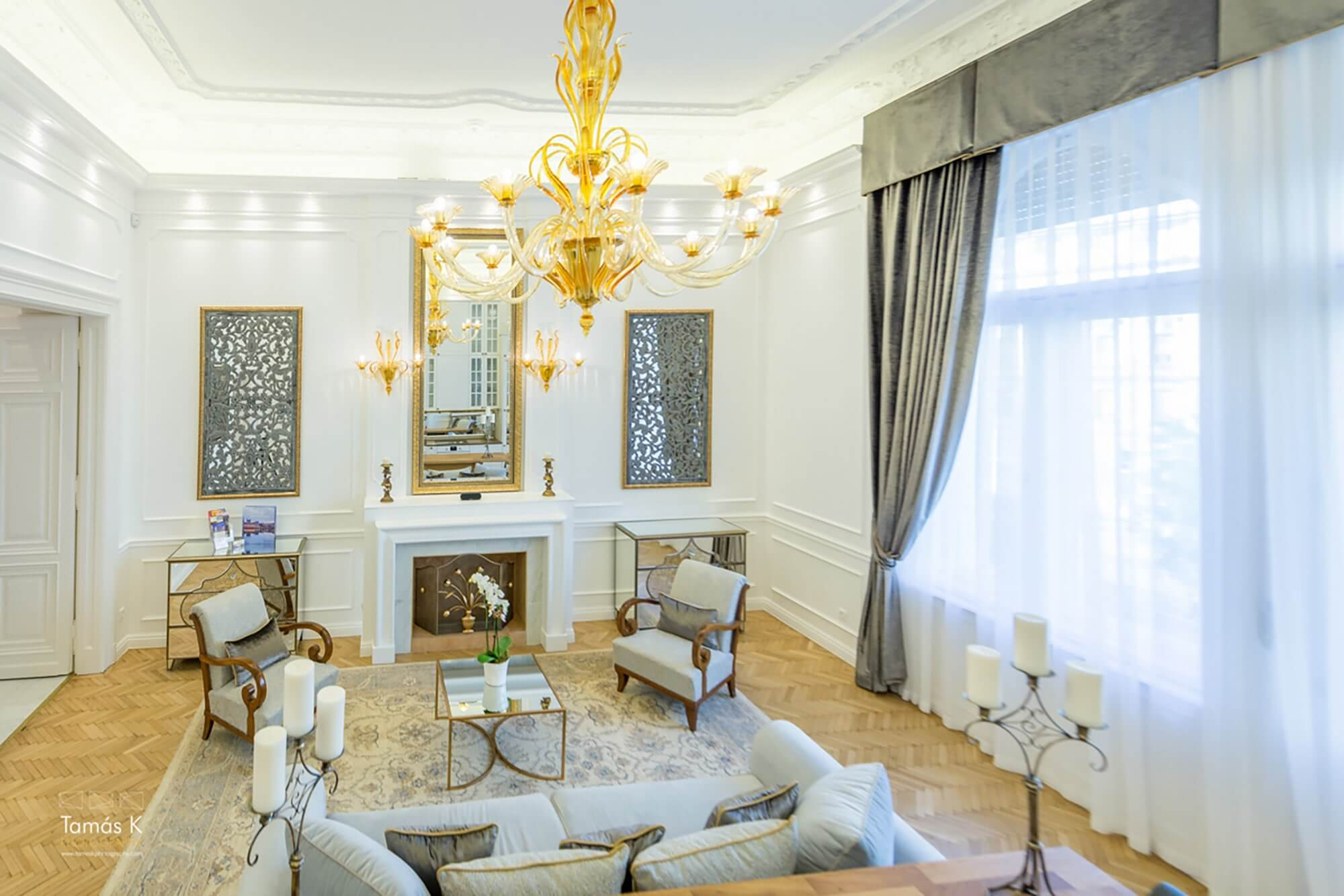 Holiday apartment Budapest - living area - fireplace - golden chandelier - large sofa beds