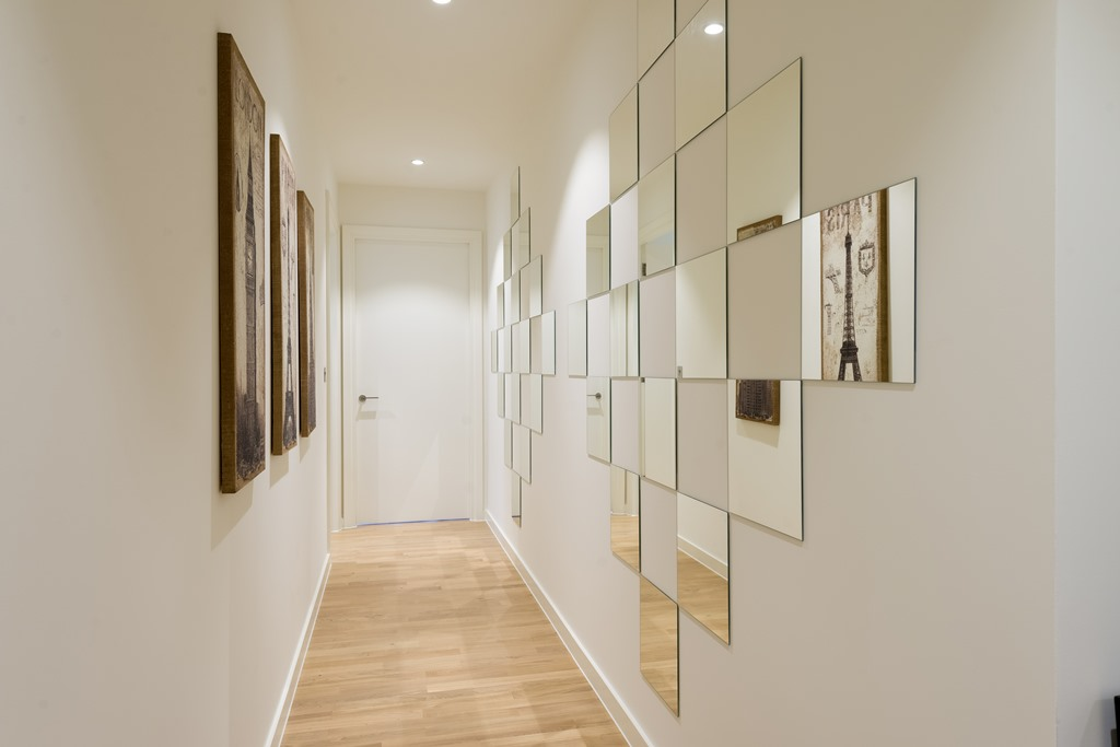 London one bedroom apartment - on wall mirrors