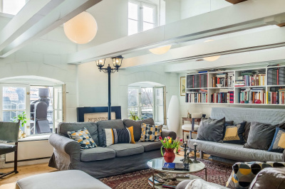 Giant 4 BDR Penthouse Lifestyle Loft in Old Town
