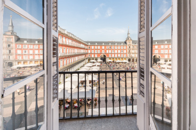 1BDRM Apartment with balcony in Plaza Mayor II