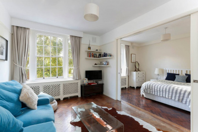 Tranquil 2-bed Kensington flat on garden square