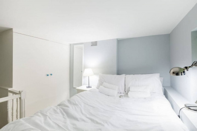 Flat for 4, moments from Notting Hill and subway!