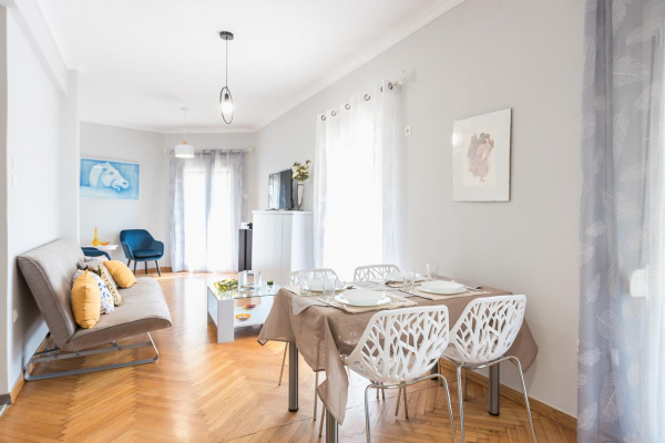 Athens, GR Central Flat with Cosy Sunny Terrace Next to Metro