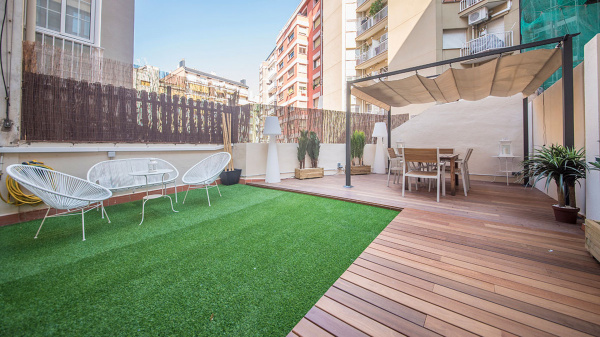 Barcelona, ES Comfortable Apartment with a terrace