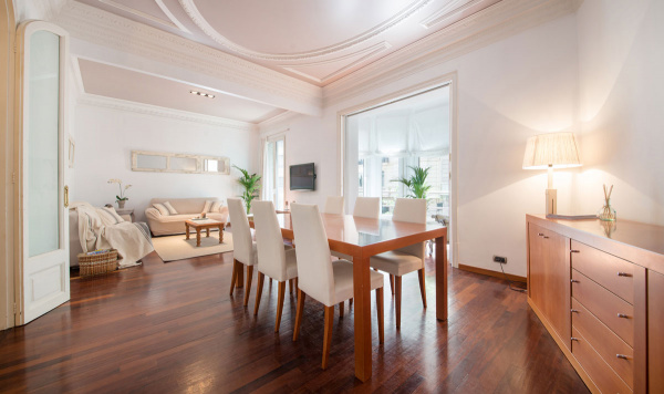 Barcelona, ES Family Friendly Apartment in the Zona alta of Barcelona - B424