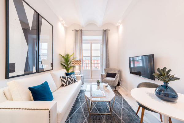 Madrid, ES 1BDRM Apartment with balcony in Plaza Mayor III
