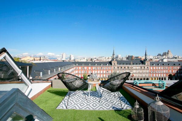Madrid, ES Penthouse with private terrace & balcony in Plaza Mayor IV