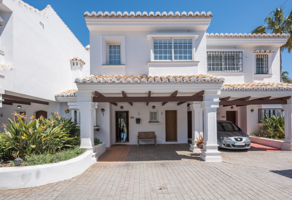 Costa Del Sol, Spain, Rincón del Golf – Luxury 3BR Townhouse with Roof Solarium, Terrace, 10 min Walk to the Beach, Wi