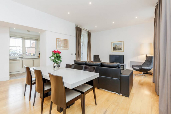 London, GB Beautiful 3 bed, 3 bathroom in High St. Kensington