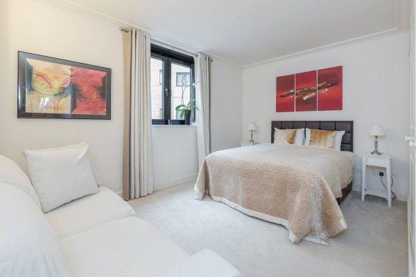 London, GB Luxury 2 bed, 2 bath apartment with great view.