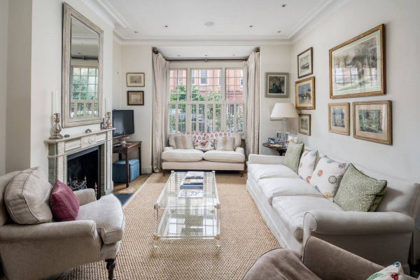 London, GB Exceptional 4-bed house right by Battersea Park!