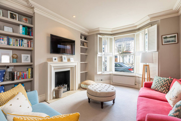 London, GB Homely 4-bed house w/ back garden in Battersea