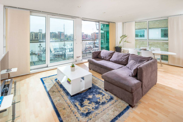 London, GB Modern apt for 4 w/ River Thames View!