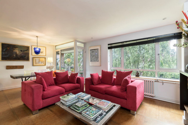 London, GB Stylish Chelsea apt for 4 w/patio by Kings Rd