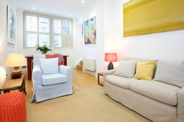 London, GB English Retro 2BR apt, moments from Battersea Park