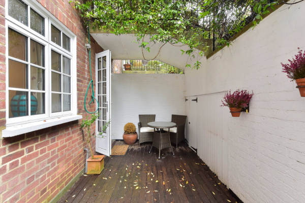 London, GB Peaceful 1 bed flat off Sloane Square with patio